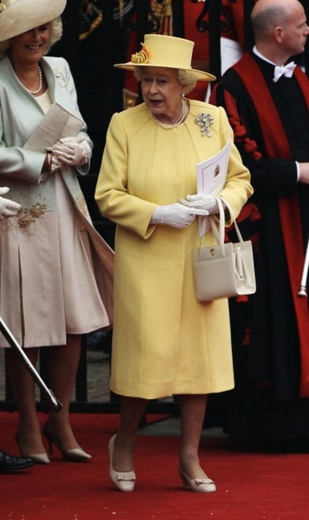 Queen Elizabeth Ii The Asian Fashion Journal