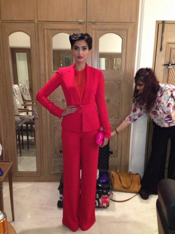 sonam kapoor, Elie Saab, pant suit, trouser suit, womenswear, red suits, bollywood, fashion, style icon