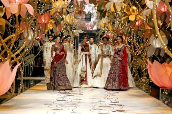 Rohit Bal, India Bridal Fashion Week, IBFW, bridal, wedding, reception, sari, lengha, saree, mughal, royal, JJ Valaya, Shantanu & Nikhil, Falguni & Shane Peacock,  men, groom, sonam kapoor, anarkali