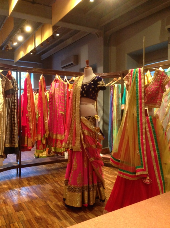 India, Mumbai, wedding, shaadi, sari, lengha, bride, bridal, s/s 14